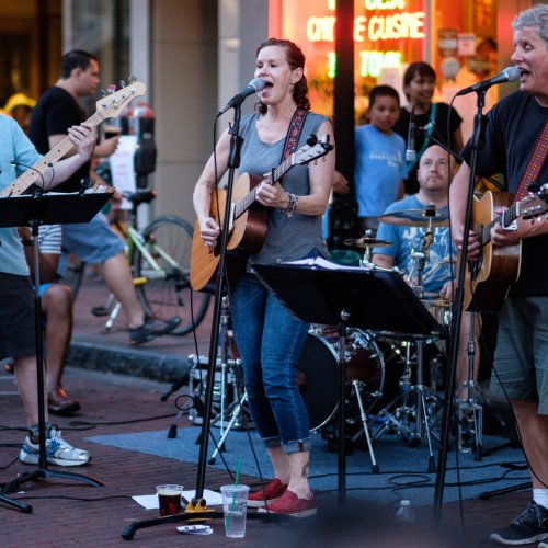 Downtown Oak Park Thursday Night Out event